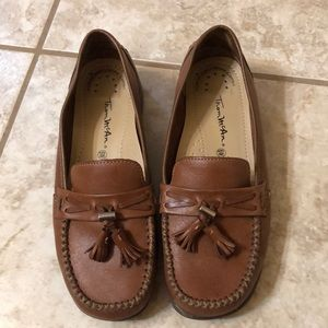3/$20❤️Thom McAn penny loafers with tassels . 6W